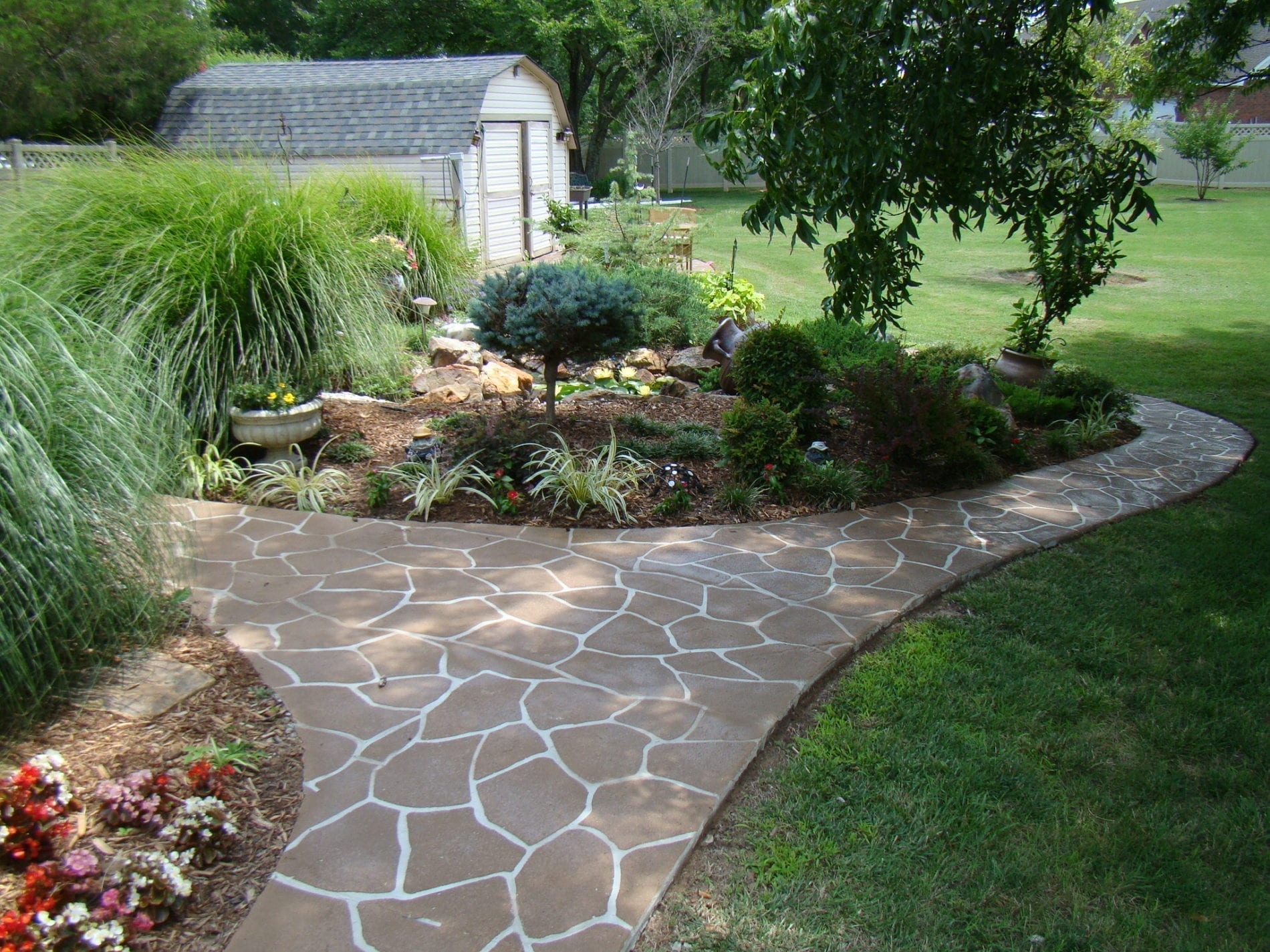 Design by project: Create a Unique Living Space with Outdoor Decorative Concrete