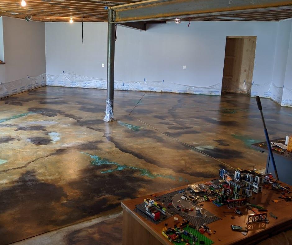 Sealed vein technique acid stained concrete floor