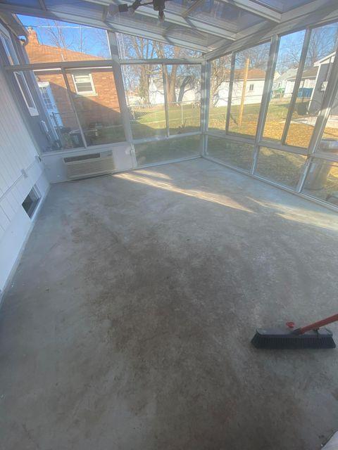 Cleaning concrete sunroom floor